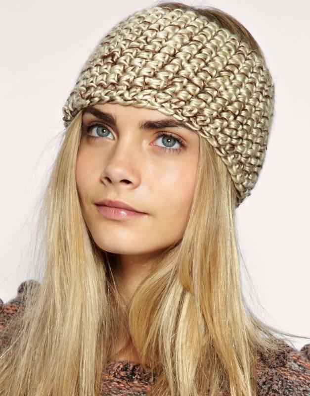 Как носить шапку с челкой: вязаная с челкой золотистая