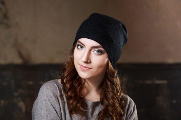 Как носить шапку с челкой: из кашемира с челкой черная