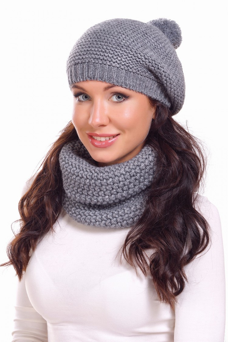 Как носить шапку с челкой: вязаная берет с челкой серый с бубоном