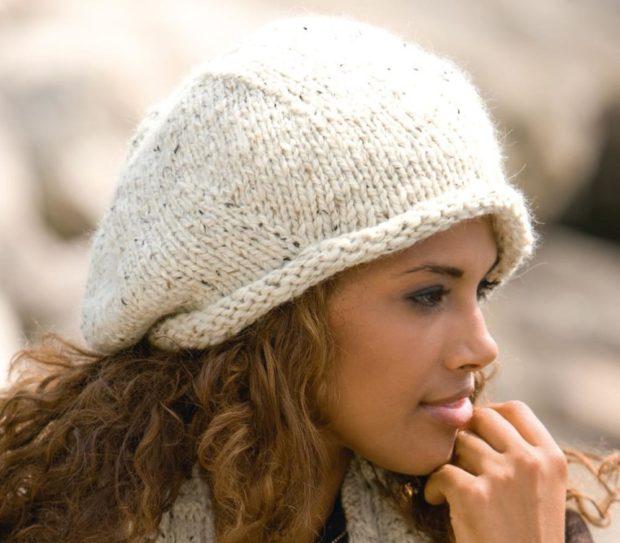 Как носить шапку с челкой: вязаная берет с челкой белый