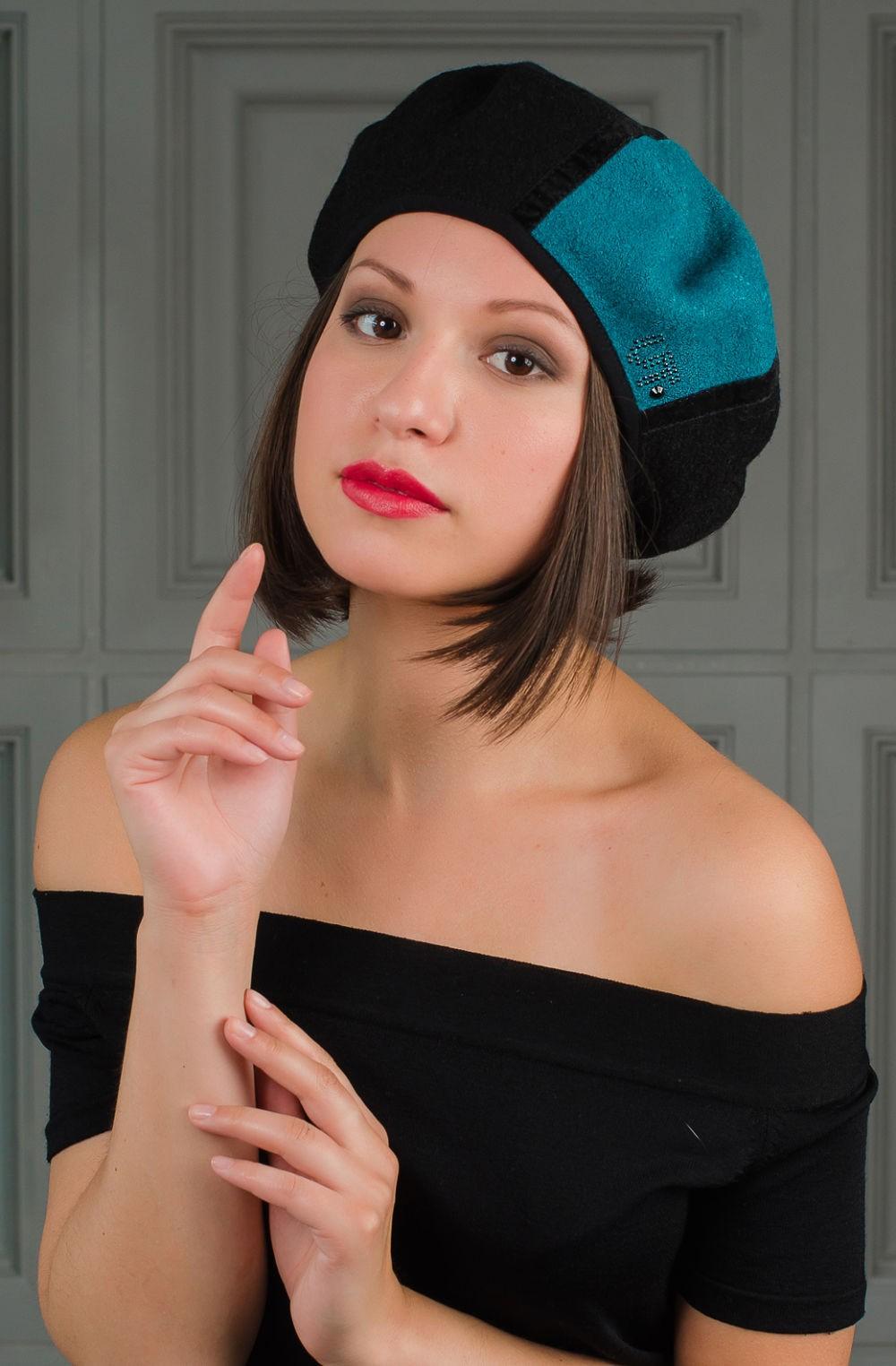 Как носить шапку с челкой: берет с челкой черный с бирюзовым
