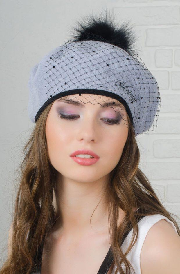 Как носить шапку с челкой: берет с челкой серый с бубоном