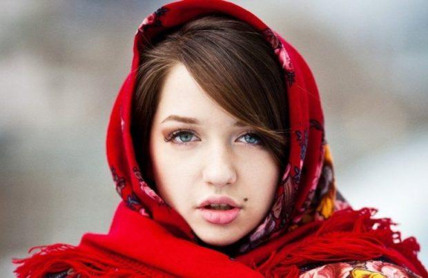 Как носить шапку с челкой: платок под челку красный в узор