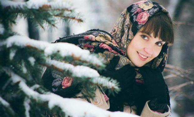 Как носить шапку с челкой: платок под челку черный в цветочек