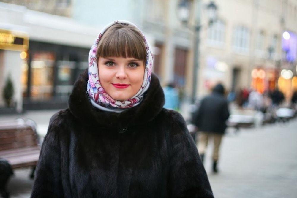Как завязать шарф под шубу с капюшоном