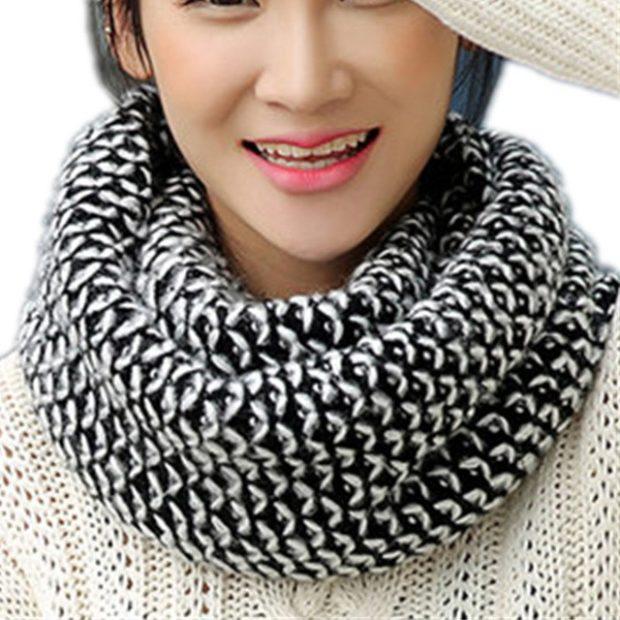 Как правильно носить хомут: как шарф черный с белым