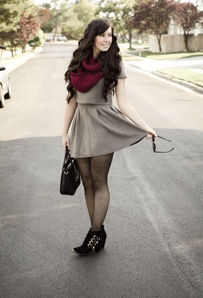 Как правильно носить хомут: бордовый вокруг шеи
