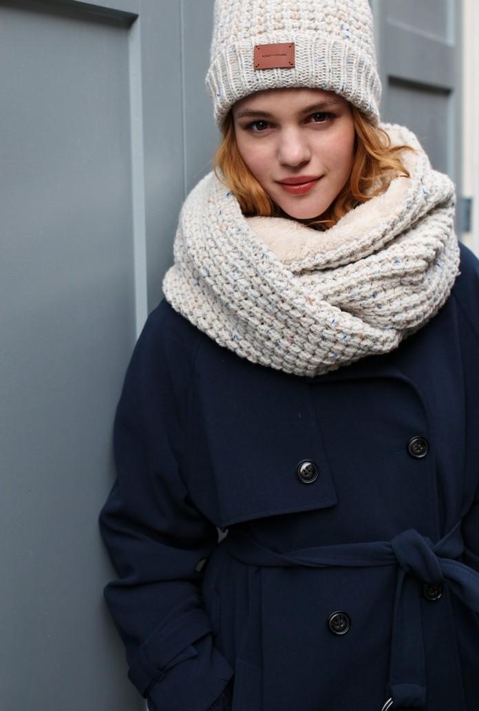 Как правильно носить хомут: как шарф в несколько слоев