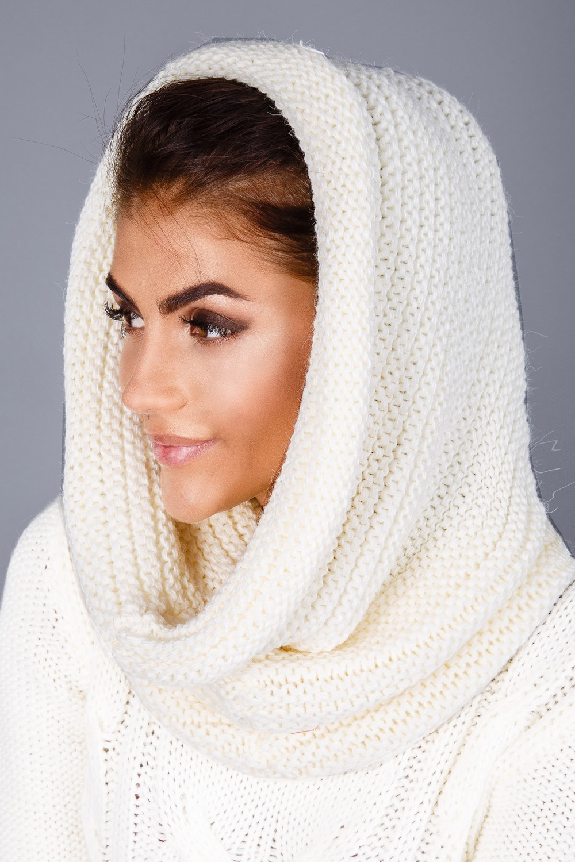 Как правильно носить хомут: белый как косынка