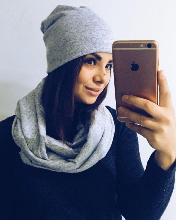 Как правильно носить хомут: серый трикотаж вокруг шеи