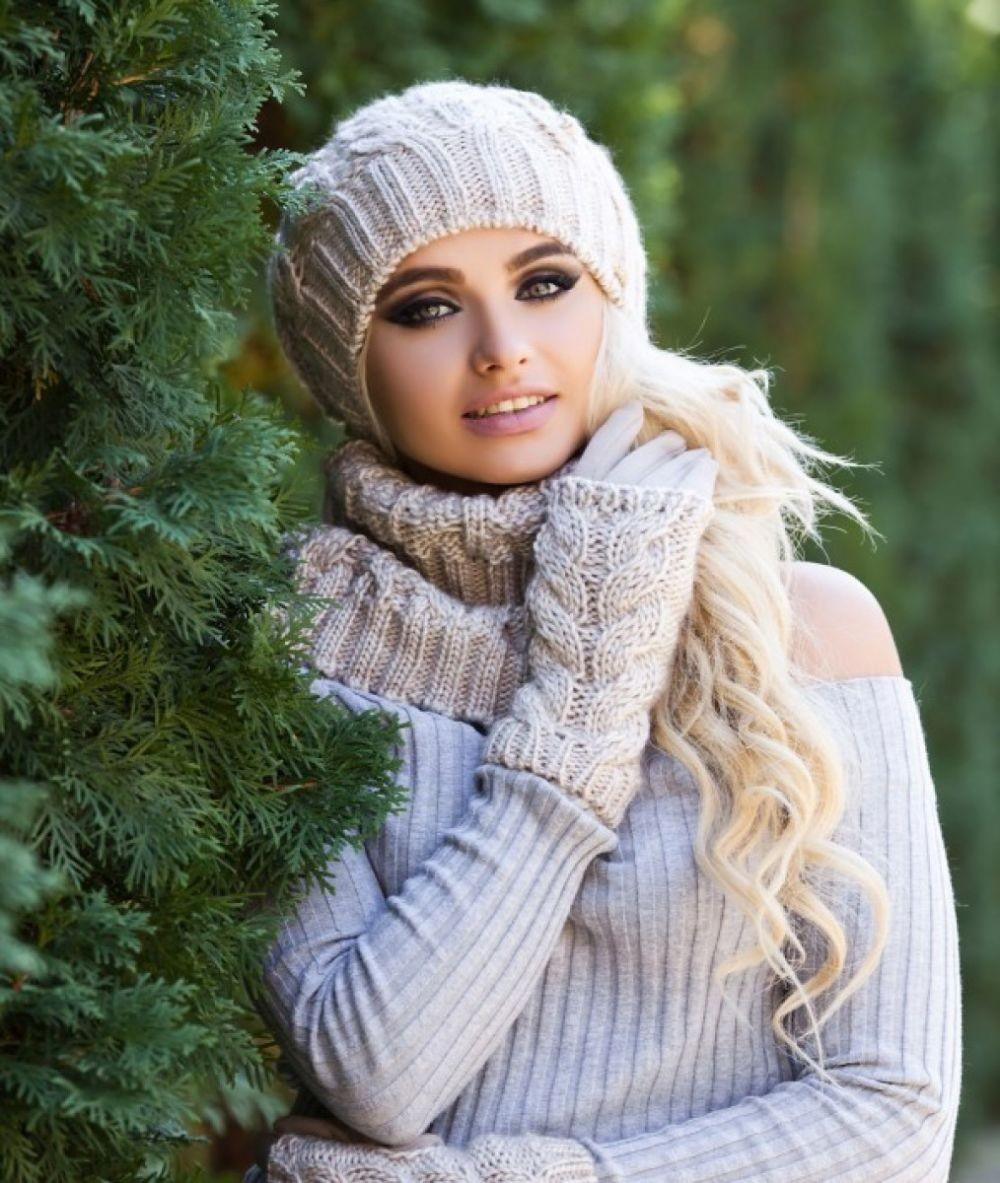 Как правильно носить хомут: светлый под шапку в один слой