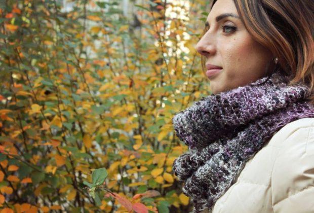 Как правильно носить хомут: цветной хомут вокруг шеи