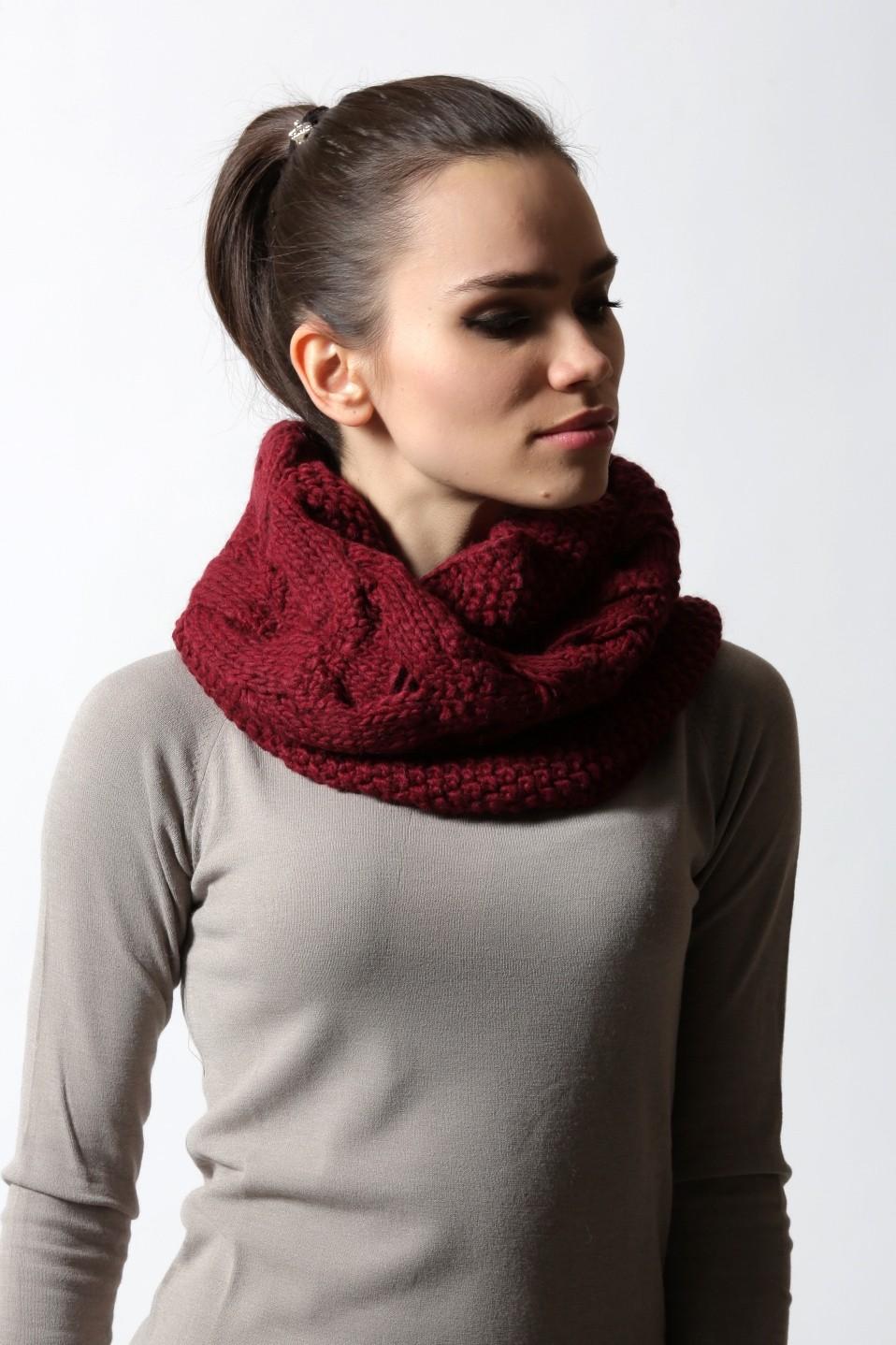 Как правильно носить хомут: красный вокруг шеи