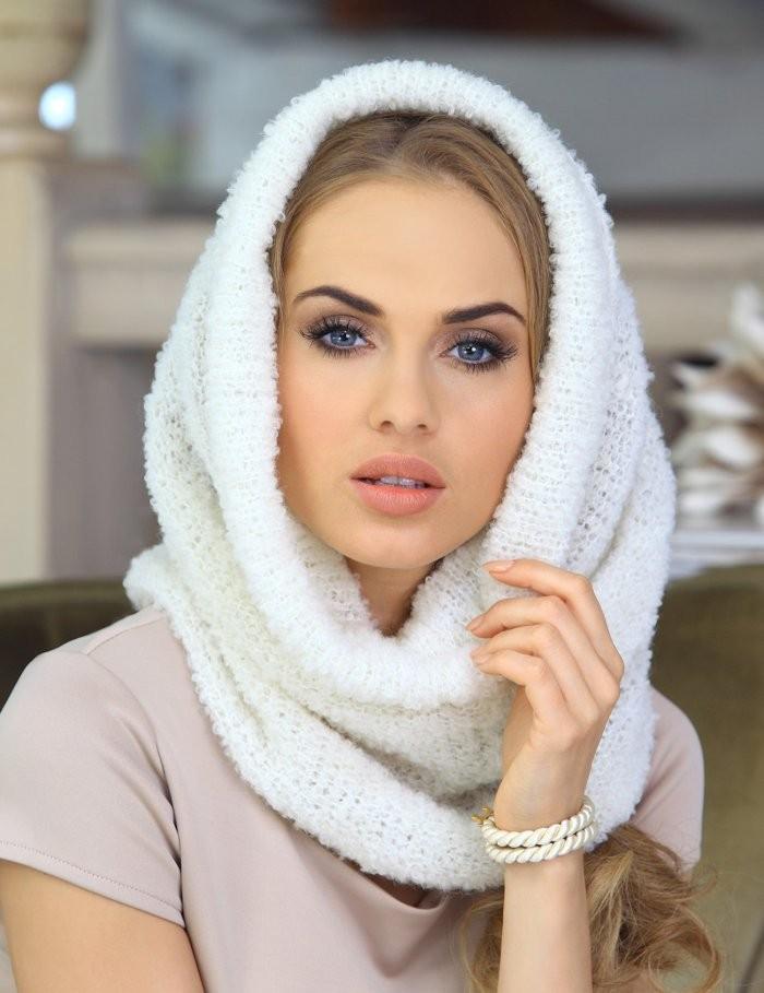 Как правильно носить хомут: на голову белый