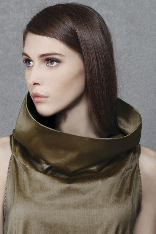 Как правильно носить хомут: атласный как кофта под горло