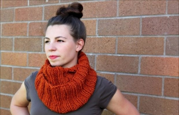 Как правильно носить хомут: красный  под горло