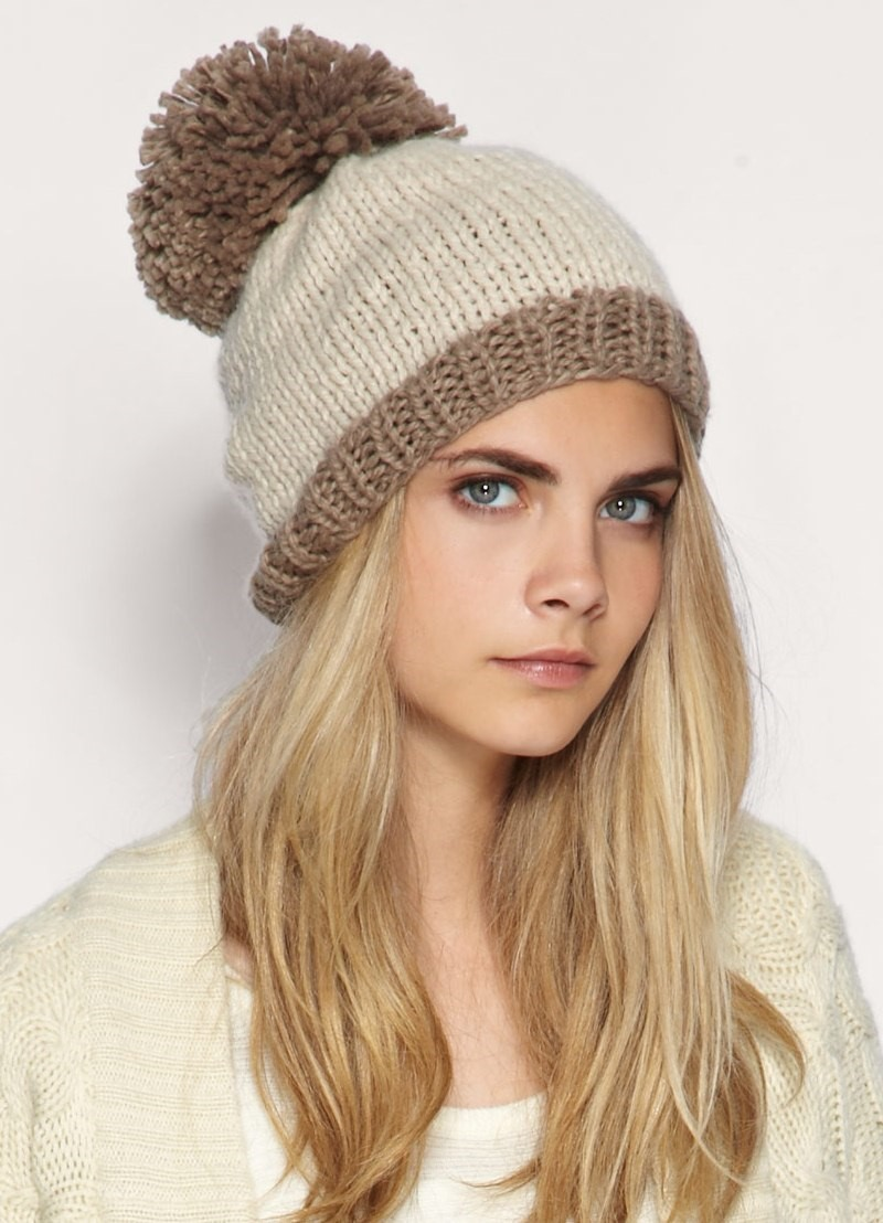 Какую шапку носить с курткой под светлый волос коричневая с бубоном