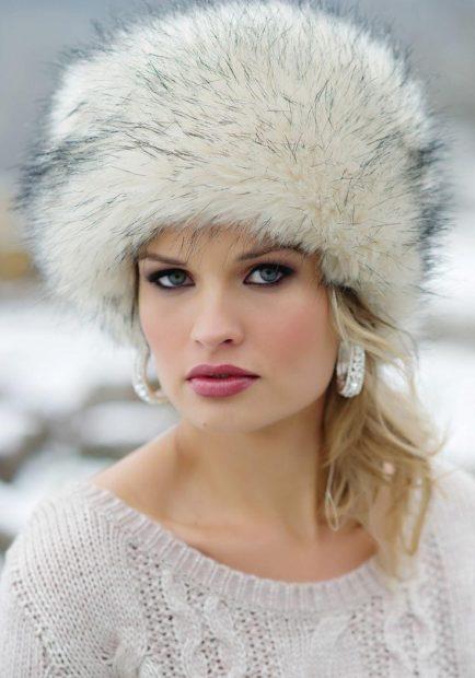 Какую шапку носить с курткой под светлый волос меховая большая белая