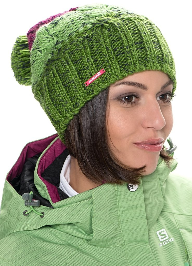 Какую шапку носить с курткой: под темные волосы зеленая с бубоном