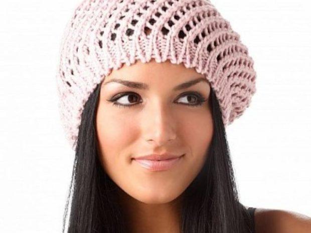 Какую шапку носить с курткой: вязанный берет розовый