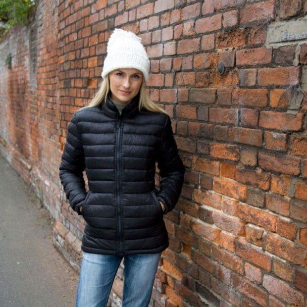 Какую шапку носить с курткой: под короткую куртку белая чулок