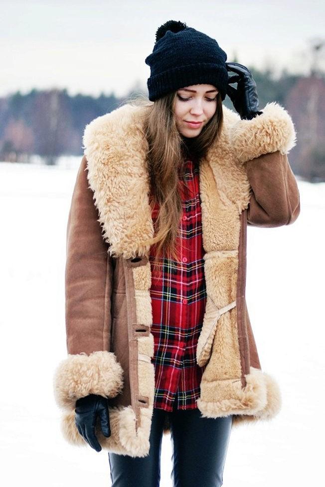 Какую шапку носить с курткой: под куртку с меховой опушкой черная объемная
