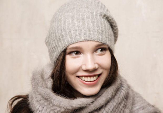 Какую шапку носить с курткой: серая чулок