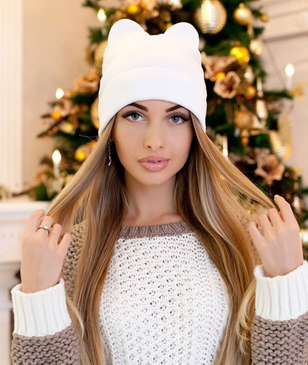 Какую шапку носить с курткой: белая с ушками
