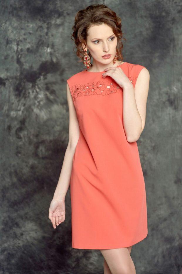 Коралловое платье с чем носить: классическое без плеч