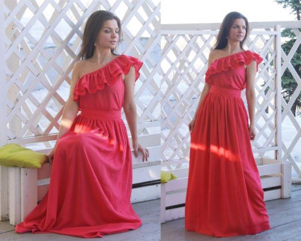 Коралловое платье с чем носить: на одно плечо с воланами