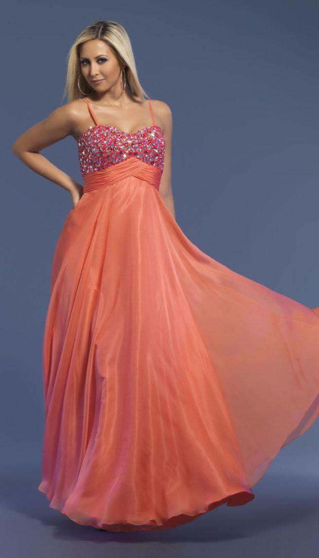 Коралловое платье с чем носить: на лямках юбка шифон