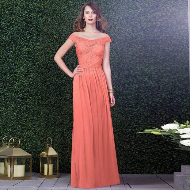 коралловые платья с чем носить: в пол открытые плечи