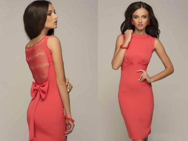 Коралловое платье с чем носить: открытая спина миди