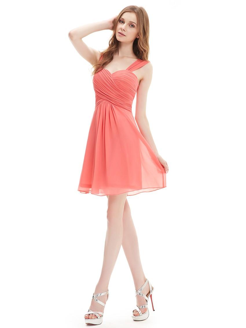 коралловые платья с чем носить: короткое шифоновое под белые каблуки