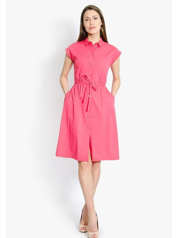 Коралловое платье с чем носить: под бежевые туфли