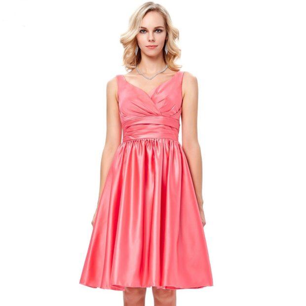 Коралловое платье с чем носить: короткое без плеч под украшение
