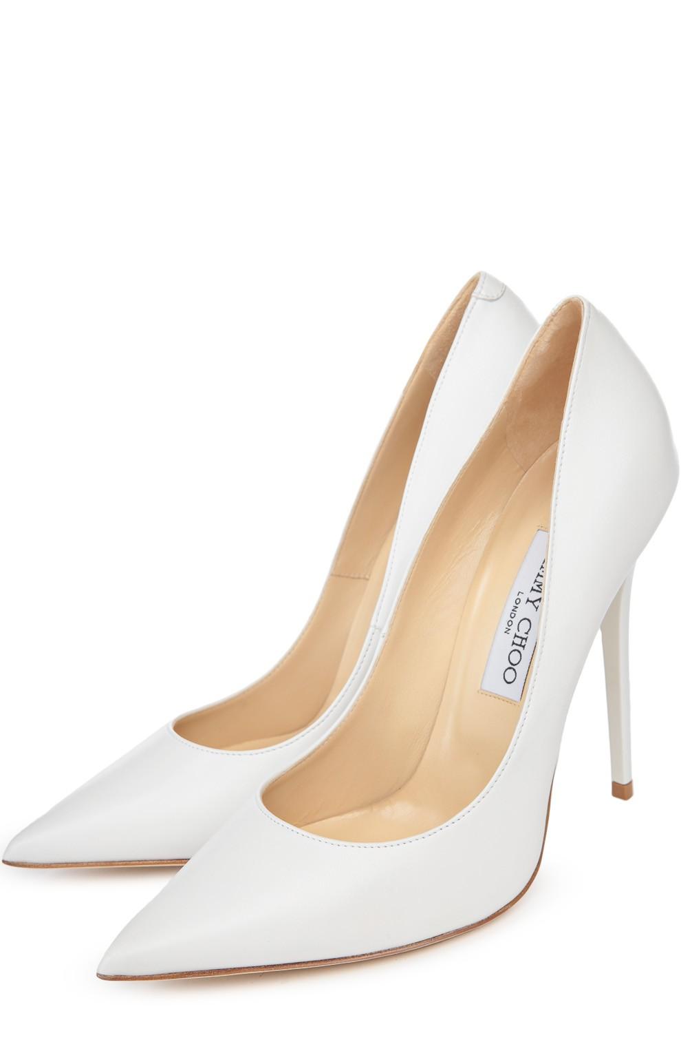 Коралловое платье с чем носить: туфли лодочки белые