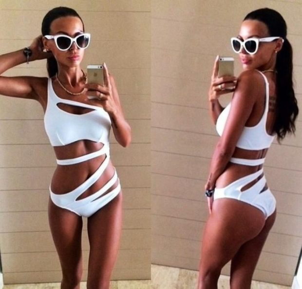 слитный купальник белый с полосками модные тенденции фото