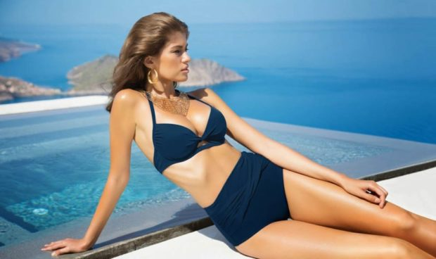 Купальники модные тенденции: ретро синие высокие трусы лиф