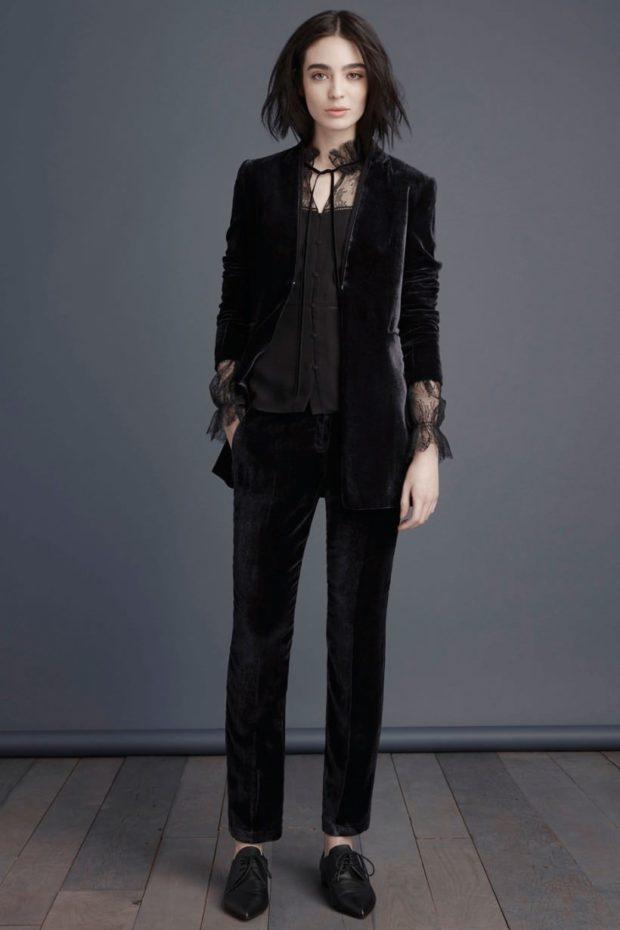 Луки осень-зима 2019-2020: костюм брючный черный бархат