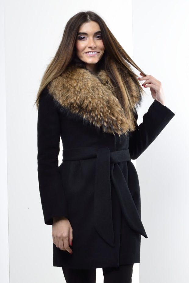 Луки осень-зима 2019-2020: пальто с мехом черное