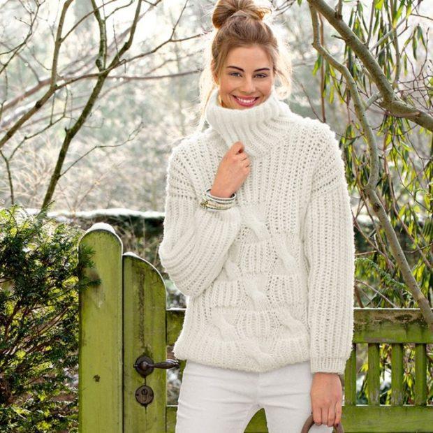 Луки осень-зима: свитер под горло белый