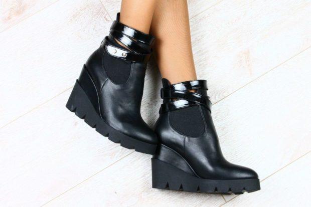 Луки осень-зима: черные ботинки на платформе