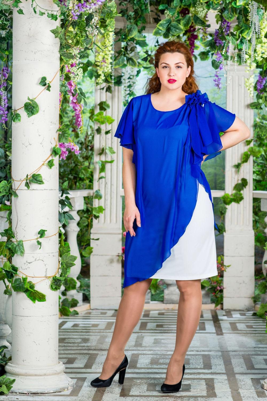 Мода для полных женщин 2018 фото за 40 лет: синее платье с белым