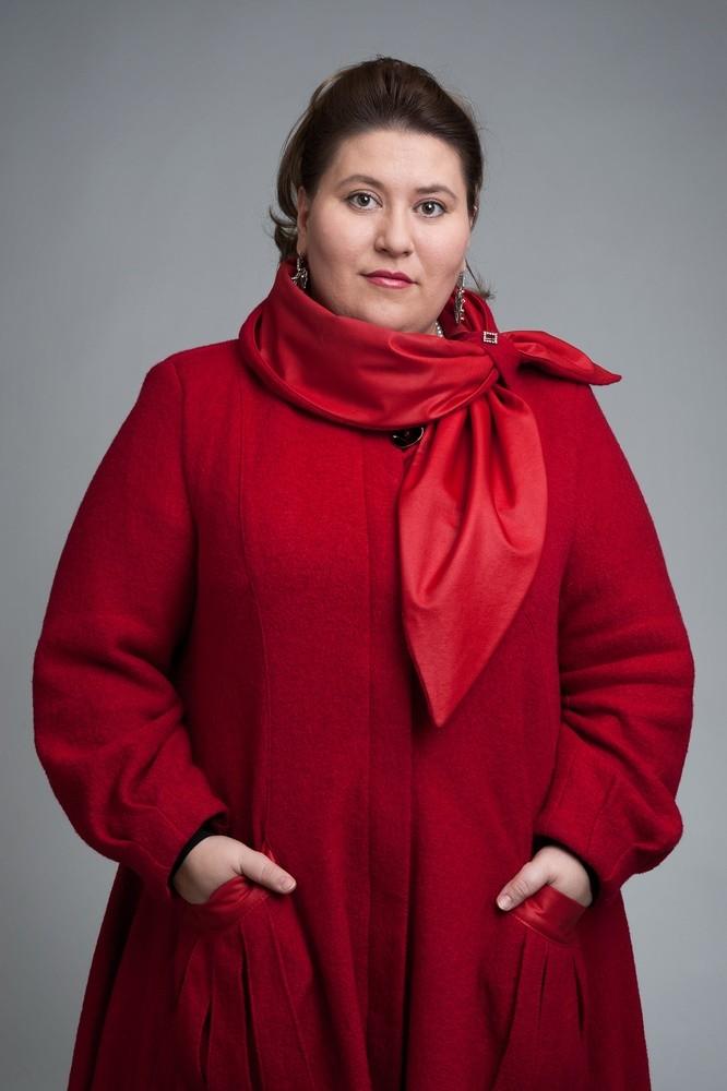 Мода для полных женщин 2018 фото за 40 лет: красное пальто рукав длинный
