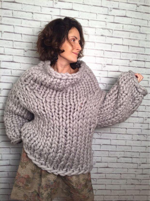женские свитера 2019-2020: крупная вязка серый