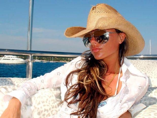 Модные головные уборы весна лето 2018: ковбойская шляпа соломенная