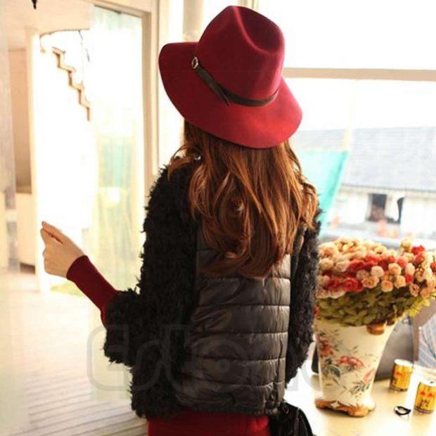 Модные головные уборы весна лето 2018: ковбойская шляпа красная с черной полоской