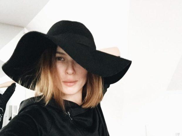 Модные головные уборы весна лето 2018: шляпа с полями черная фетровая