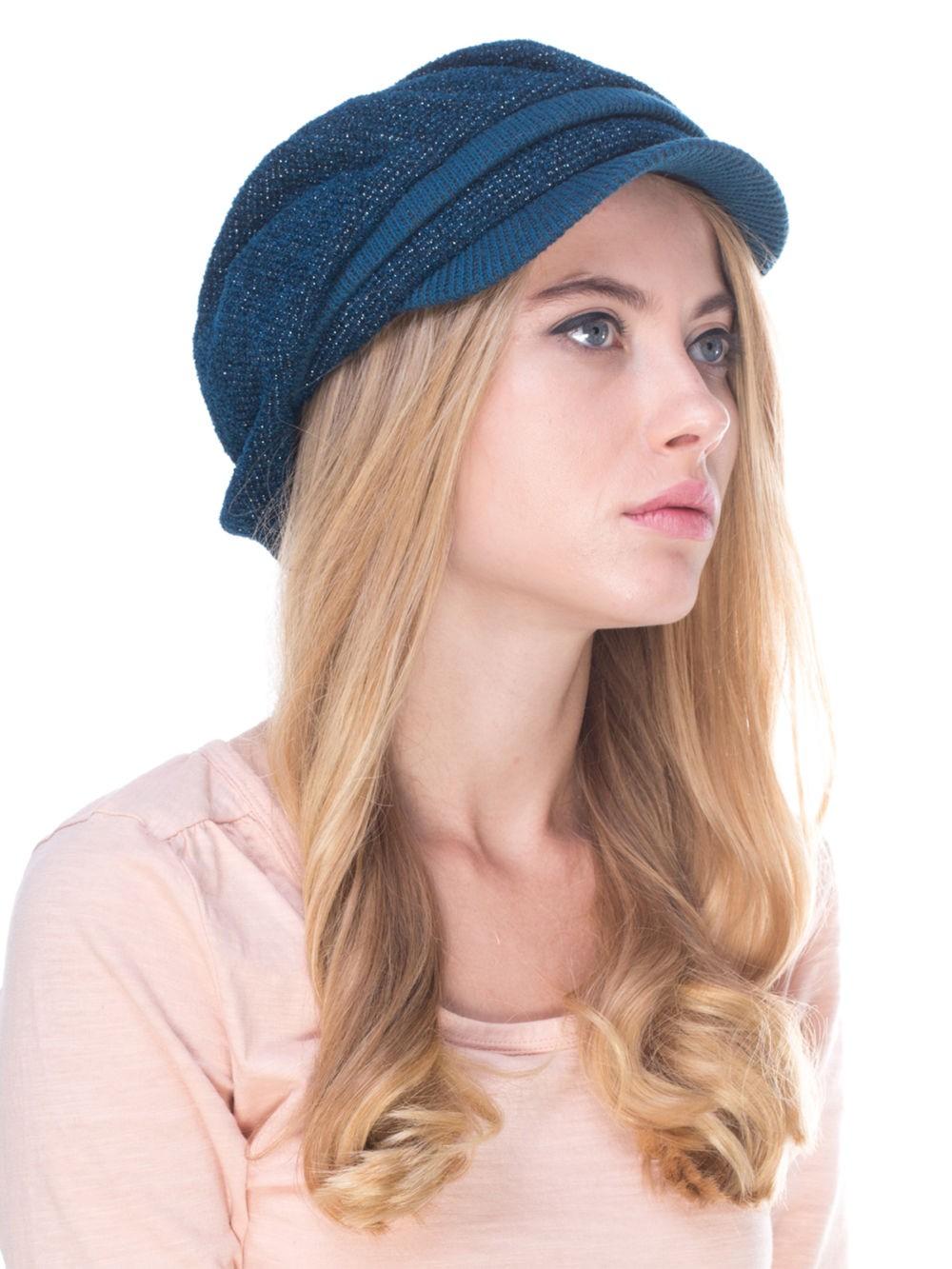 Модные головные уборы весна лето 2018: кепка  объемная синяя вязка